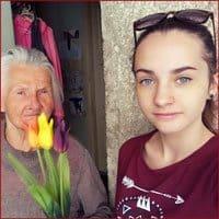 Eszti és anyukája, Anna